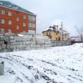 На участок завезены бетонные блоки для возведения фундамента