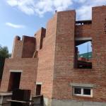 Продолжаются работы по возведению второго этажа и минаретов