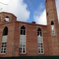 Закончили кладку главного купола. Продолжается возведение минаретов.