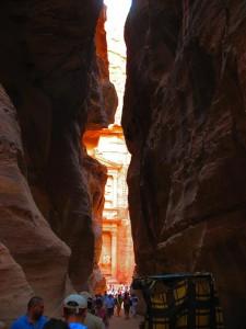 Загадки древности: спрятанный в скалах город Петра (Иордания)