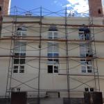 Продолжаются работы по оштукатуриванию внешних стен мечети