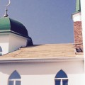 Выложена обрешётка с восточной стороны и начата укладка металлической крыши