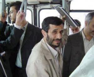 Бывший президент ездит на работу на автобусе